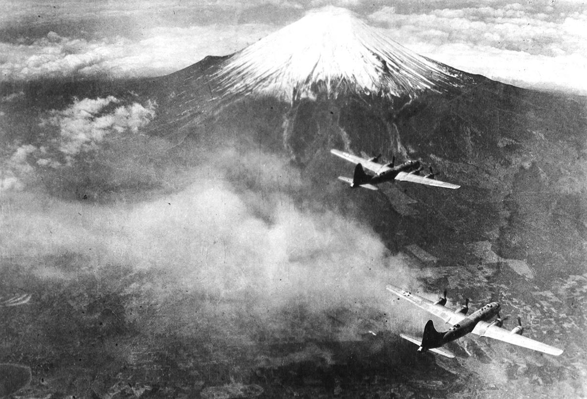 日本を破滅させた「超空飛ぶ要塞」―B29