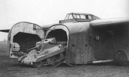 実戦で初めて戦車を運んだグライダー、ゼネラルエアクラフト・ハミルカー(イギリス)
