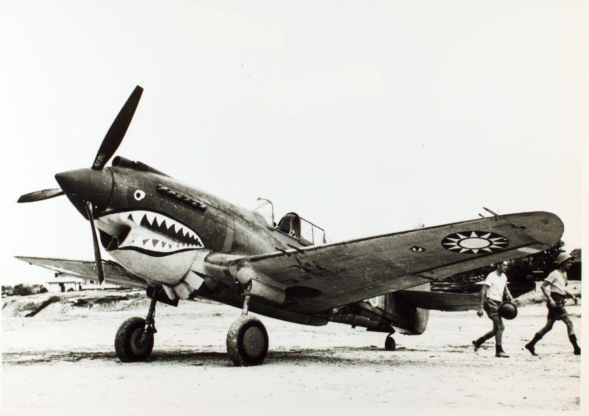 """カーチスP-40C型トマホーク×デヴィッド・リー""""テックス""""ヒル(アメリカ海軍→陸軍)~ヒット・アンド・アウェー戦術で勝機を見出す"""