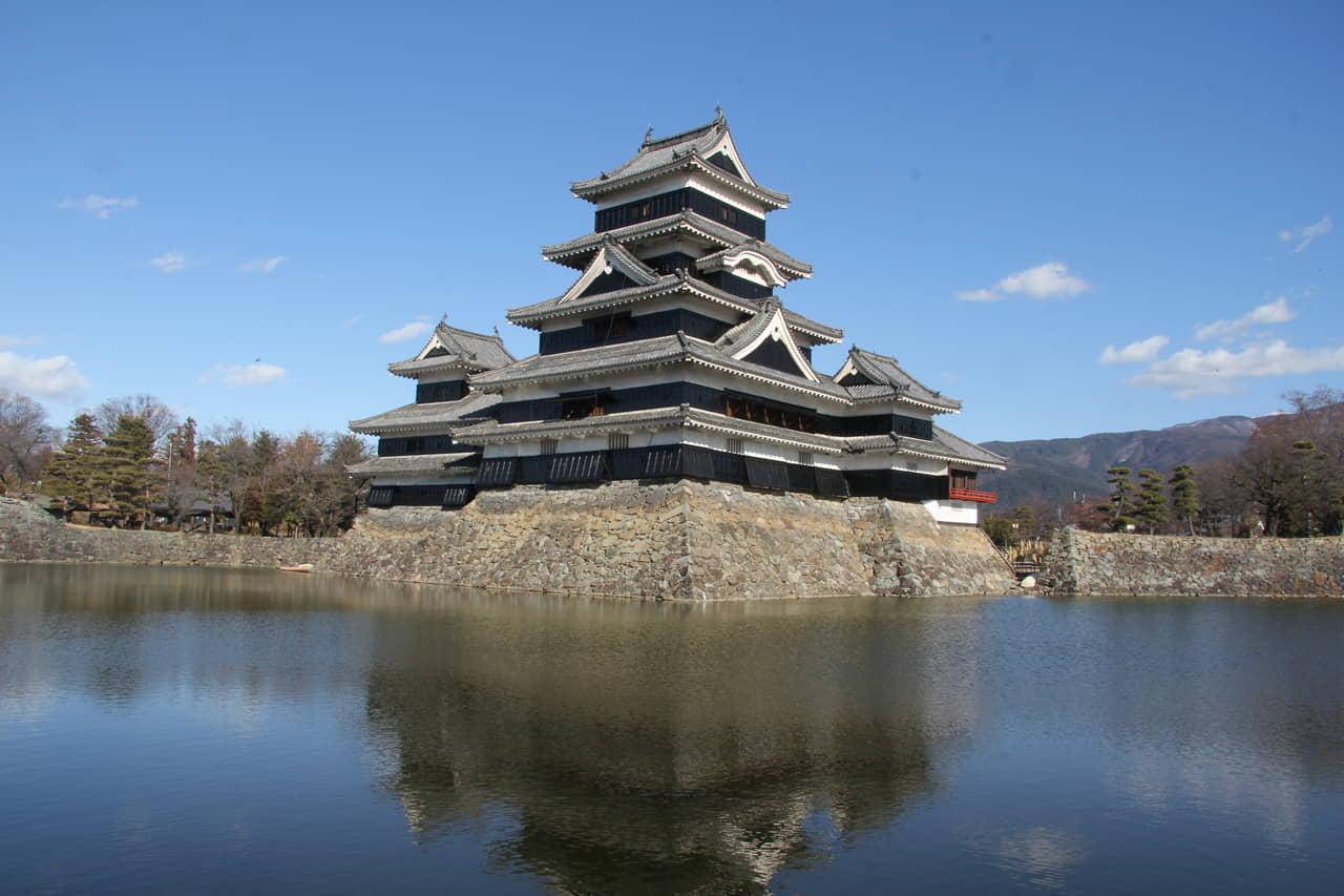 松本城(長野県松本市)~なぜ天守は築かれ、傾いたのか⁉