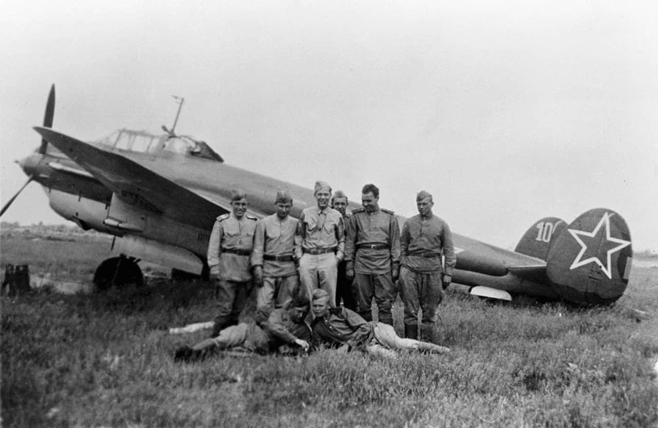 「赤い星の巨大スチームローラー」を導いた蒼空の案内人:ペトリヤコフPe-2R戦術偵察機
