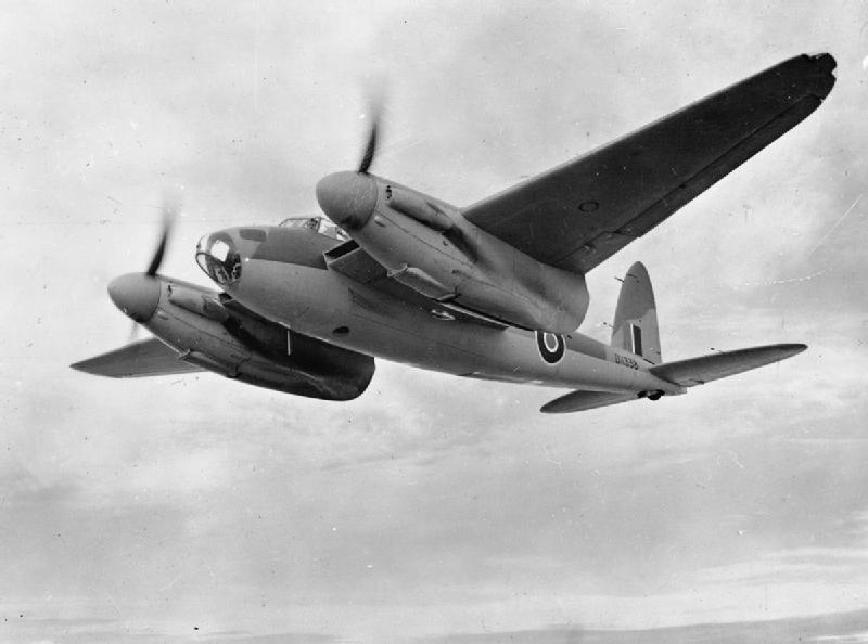 「ウドゥン・ワンダー(木の驚異)」一族の偵察型:デハヴィランド・モスキート高速偵察機